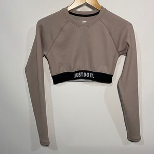 Nike crop top shirt